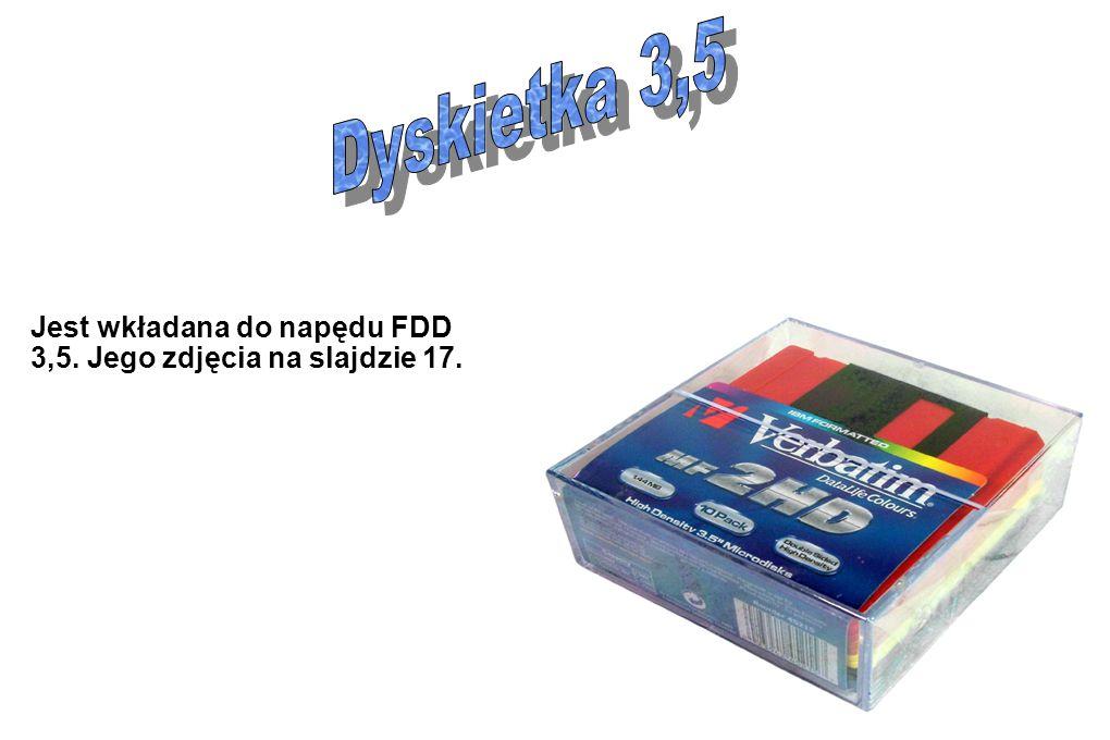Jest wkładana do napędu FDD 3,5. Jego zdjęcia na slajdzie 17.