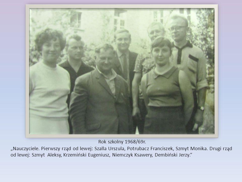 """Rok szkolny 1968/69r. """"Nauczyciele. Pierwszy rząd od lewej: Szalla Urszula, Potrubacz Franciszek, Szmyt Monika. Drugi rząd od lewej: Szmyt Aleksy, Krz"""