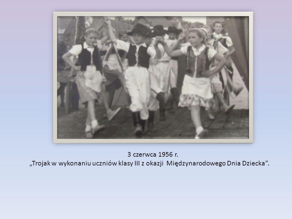"""3 czerwca 1956 r. """"Trojak w wykonaniu uczniów klasy III z okazji Międzynarodowego Dnia Dziecka""""."""