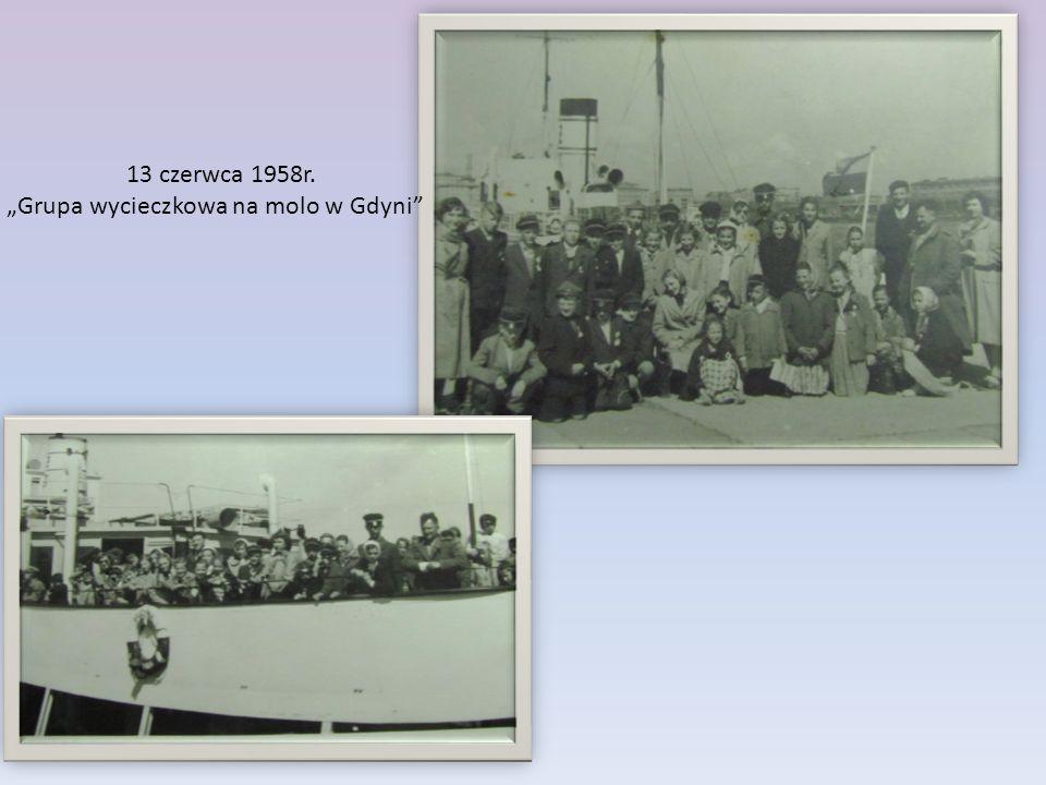 """13 czerwca 1958r. """"Grupa wycieczkowa na molo w Gdyni"""""""