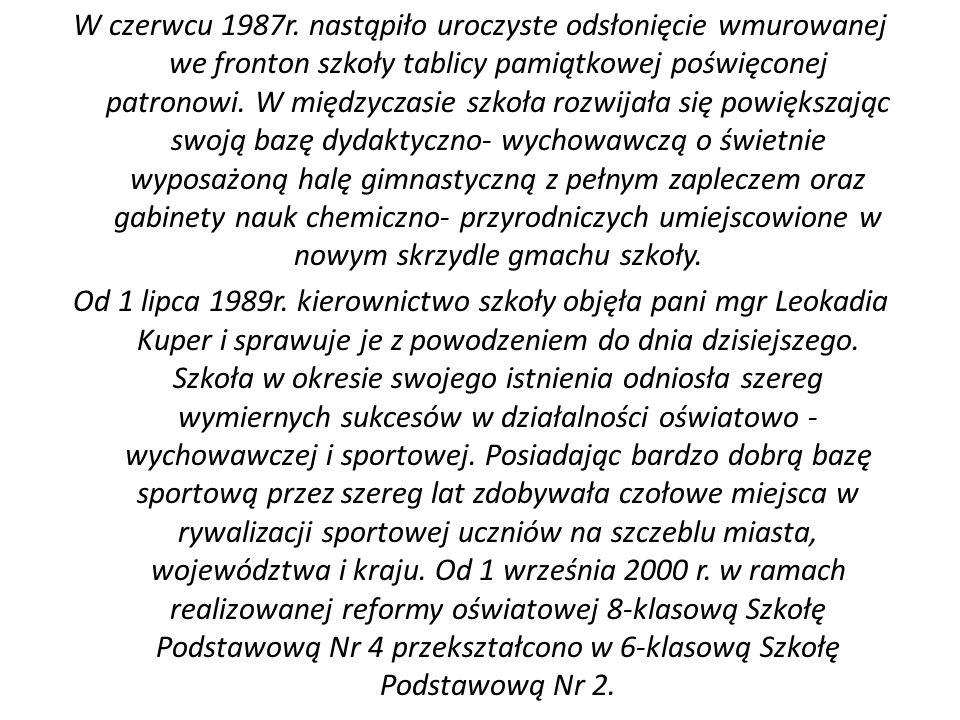W czerwcu 1987r. nastąpiło uroczyste odsłonięcie wmurowanej we fronton szkoły tablicy pamiątkowej poświęconej patronowi. W międzyczasie szkoła rozwija