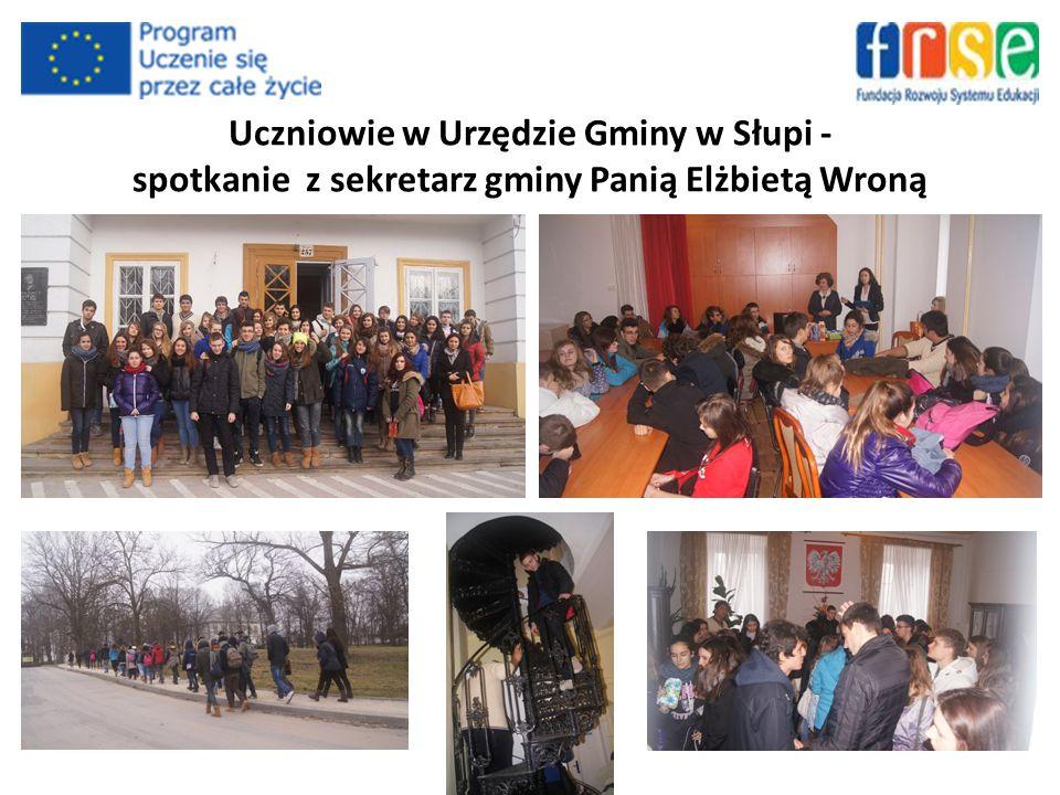 Uczniowie w Urzędzie Gminy w Słupi - spotkanie z sekretarz gminy Panią Elżbietą Wroną