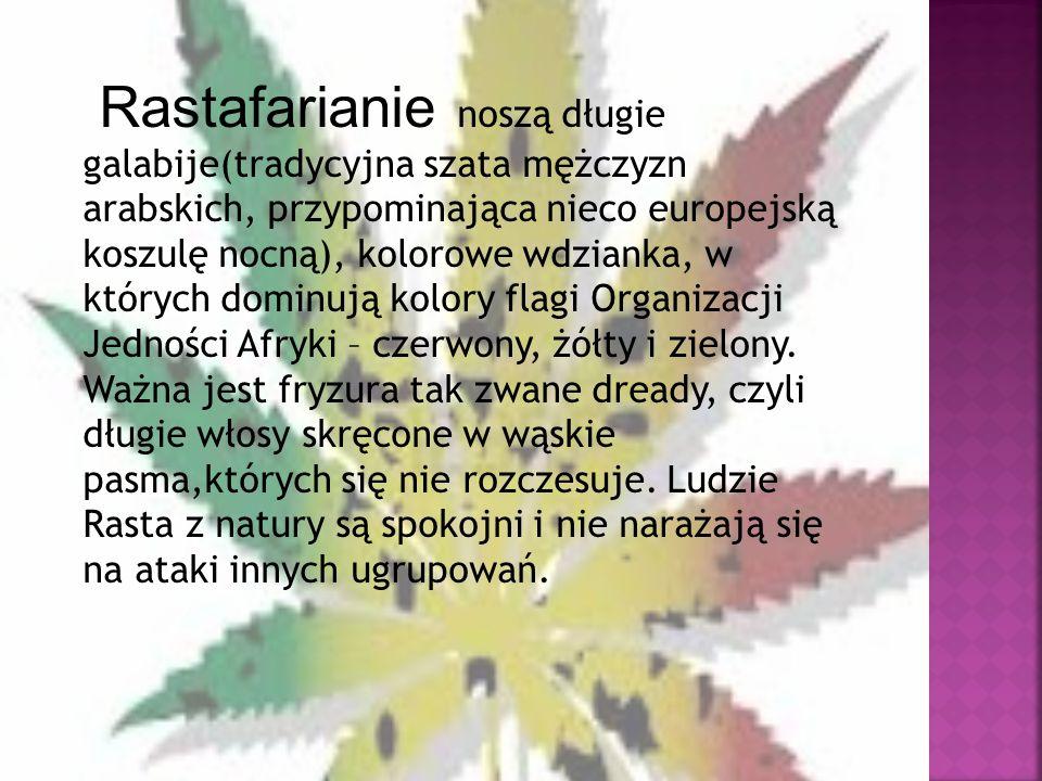Rastafarianie noszą długie galabije(tradycyjna szata mężczyzn arabskich, przypominająca nieco europejską koszulę nocną), kolorowe wdzianka, w których