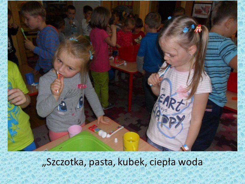 """""""Szczotka, pasta, kubek, ciepła woda"""