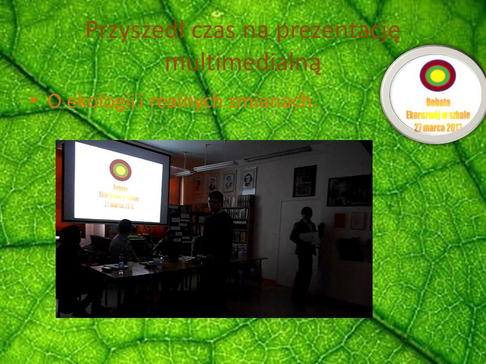 Przyszedł czas na prezentację multimedialną O ekologii i realnych zmianach.