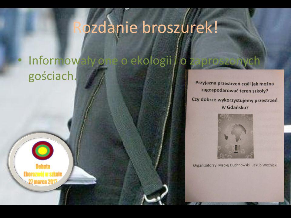 Rozdanie broszurek! Informowały one o ekologii i o zaproszonych gościach.