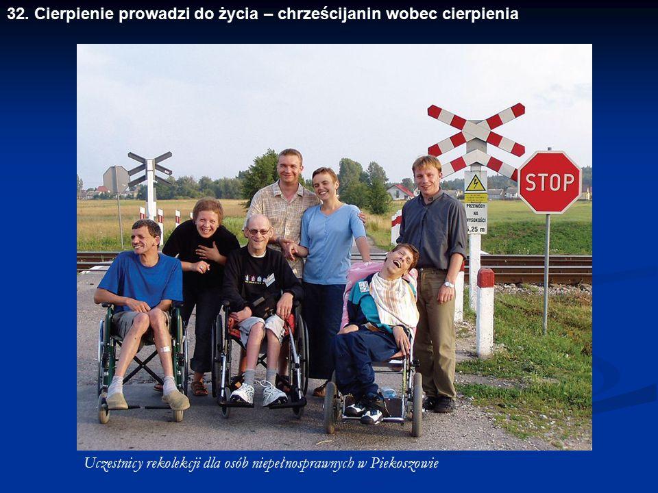 Uczestnicy rekolekcji dla osób niepełnosprawnych w Piekoszowie 32. Cierpienie prowadzi do życia – chrześcijanin wobec cierpienia