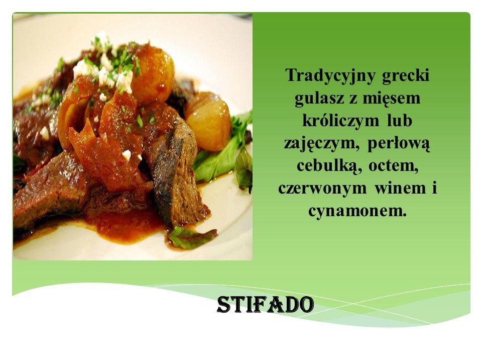 Tradycyjny grecki gulasz z mięsem króliczym lub zajęczym, perłową cebulką, octem, czerwonym winem i cynamonem. STIFADO