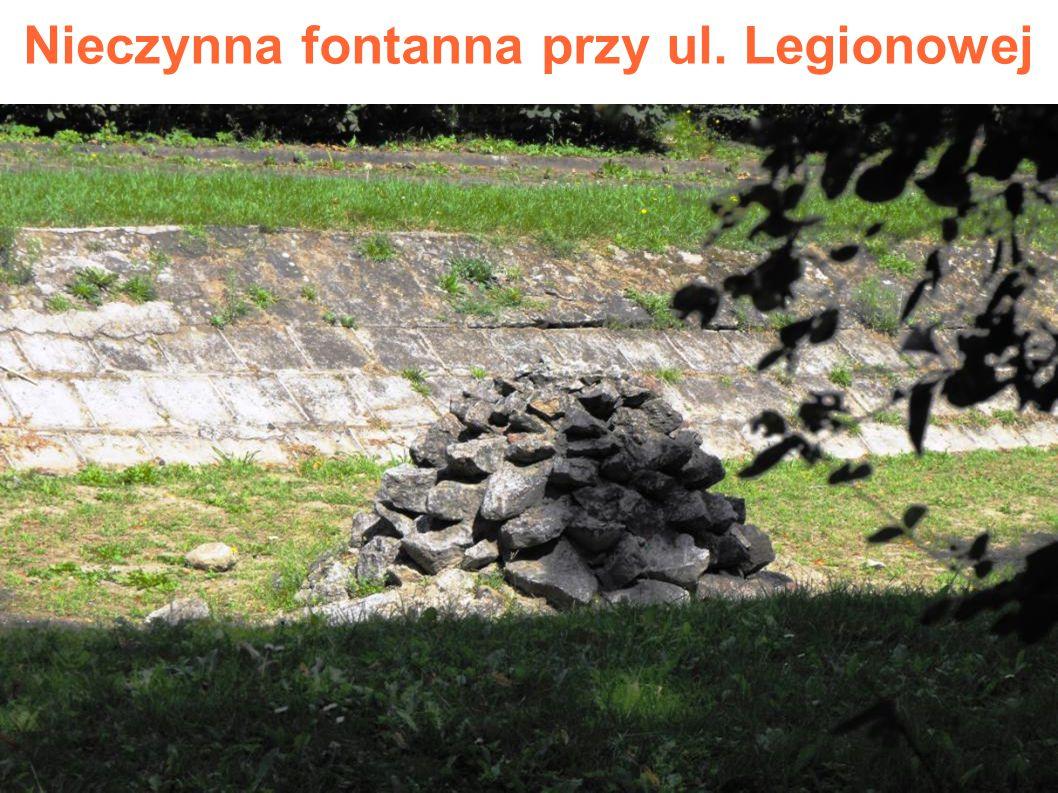 Nieczynna fontanna przy ul. Legionowej