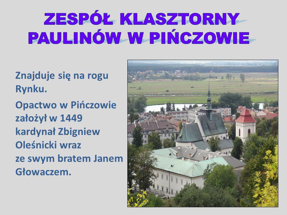 Znajduje się na rogu Rynku. Opactwo w Pińczowie założył w 1449 kardynał Zbigniew Oleśnicki wraz ze swym bratem Janem Głowaczem.