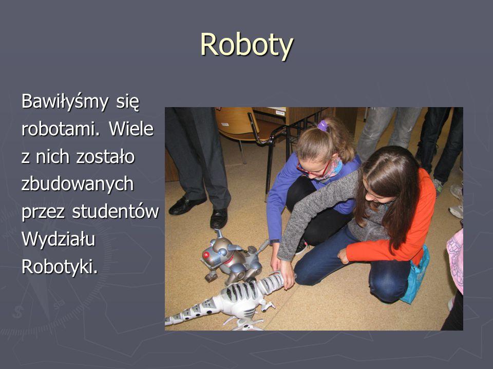 Roboty Bawiłyśmy się robotami. Wiele z nich zostało zbudowanych przez studentów WydziałuRobotyki.