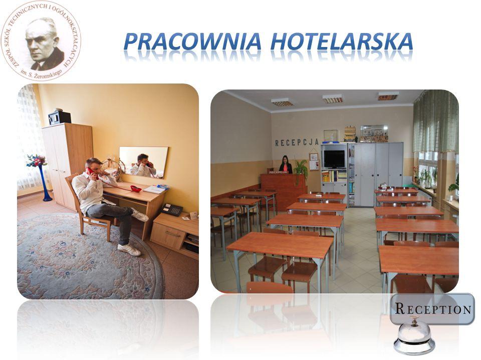 Przedmioty zawodowe odbywają się w nowocześnie wyposażonej pracowni z programami użytkowymi umożliwiającymi rezerwację usługi w hotelu.