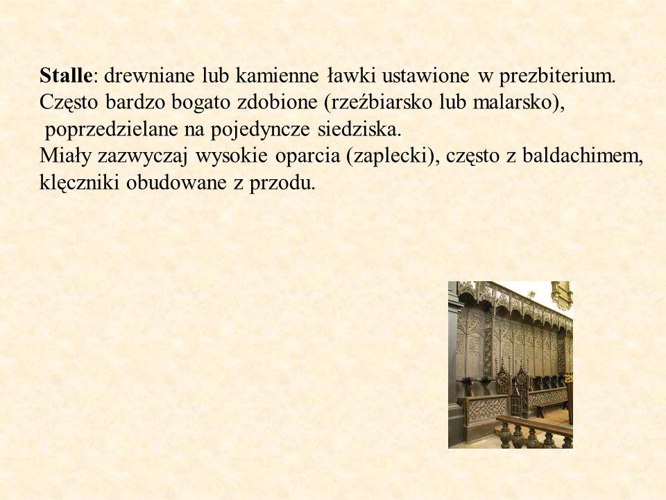 Stalle: drewniane lub kamienne ławki ustawione w prezbiterium. Często bardzo bogato zdobione (rzeźbiarsko lub malarsko), poprzedzielane na pojedyncze