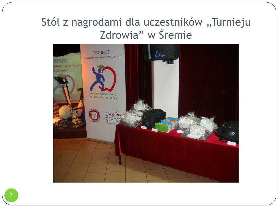 """Stół z nagrodami dla uczestników """"Turnieju Zdrowia"""" w Śremie 2"""