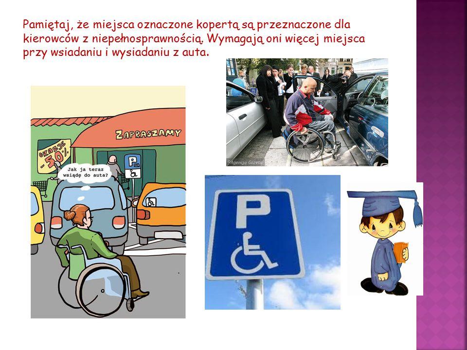Pamiętaj, że miejsca oznaczone kopertą są przeznaczone dla kierowców z niepełnosprawnością. Wymagają oni więcej miejsca przy wsiadaniu i wysiadaniu z