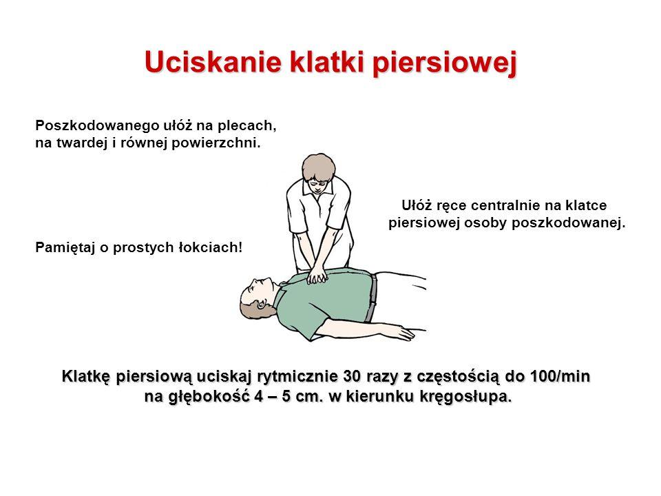 Uciskanie klatki piersiowej Poszkodowanego ułóż na plecach, na twardej i równej powierzchni. Ułóż ręce centralnie na klatce piersiowej osoby poszkodow