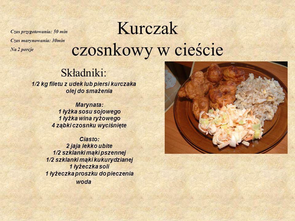 Kurczak czosnkowy w cieście Składniki: 1/2 kg filetu z udek lub piersi kurczaka olej do smażenia Marynata: 1 łyżka sosu sojowego 1 łyżka wina ryżowego