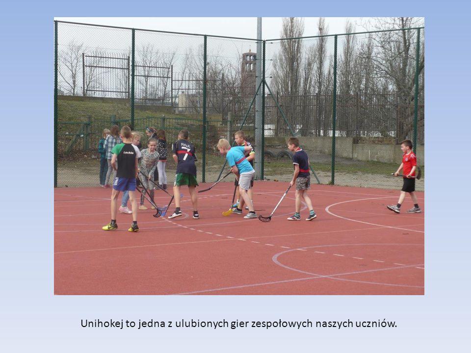 Unihokej to jedna z ulubionych gier zespołowych naszych uczniów.