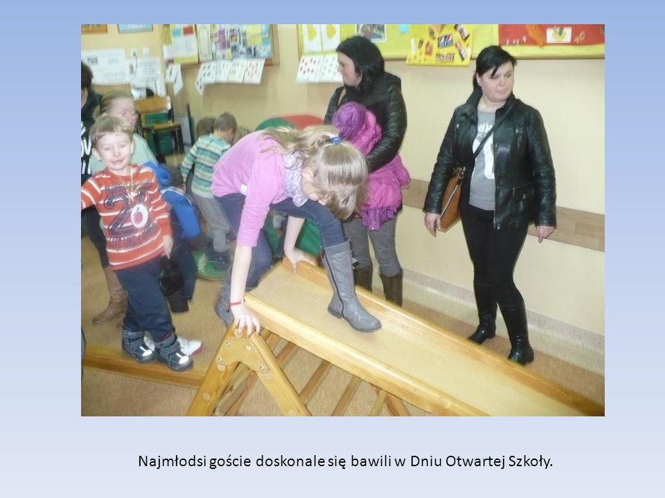 Najmłodsi goście doskonale się bawili w Dniu Otwartej Szkoły.