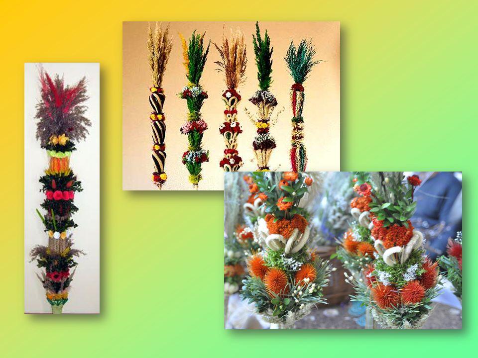 W Niedzielę Palmową, rozpoczynającą Wielki Tydzień, w kościołach święci się palmy, które są symbolem odradzającego się życia. Robi się je z różnych ga