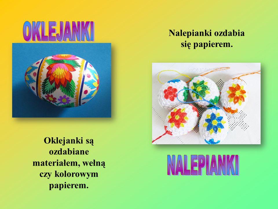 Oklejanki są ozdabiane materiałem, wełną czy kolorowym papierem. Nalepianki ozdabia się papierem.