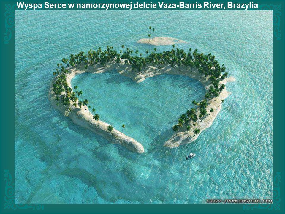 Woda jest tak przezroczysta, że wygląda jakby łódź się unosiła! - Bora Pearl Beach