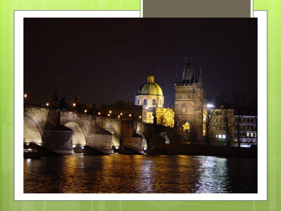 Stare Miasto Stare Miasto- zabytkowa dzielnica Pragi, centrum kulturalne i handlowe stolicy Czech.