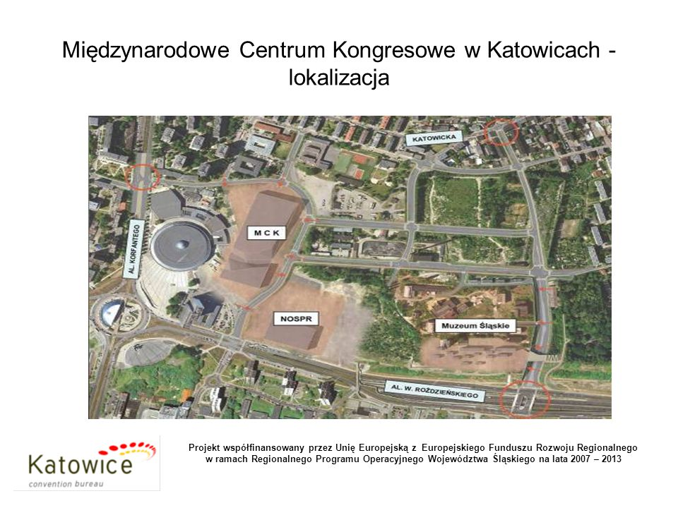 """MCK: wejście główne: widok od strony """"placu honorowego przed Spodkiem."""