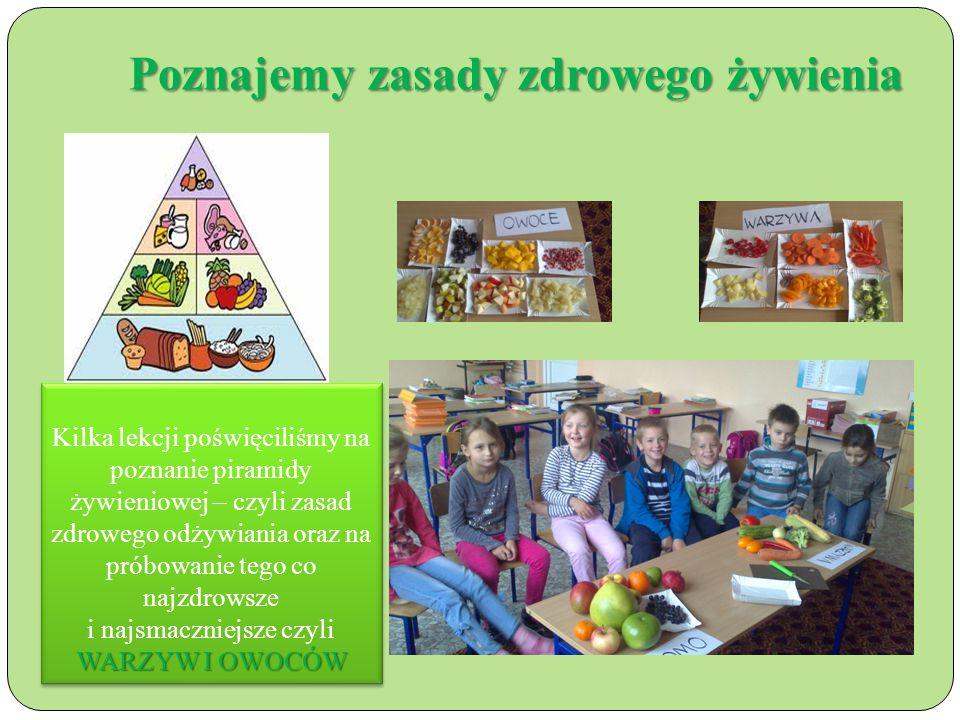 Poznajemy zasady zdrowego żywienia Kilka lekcji poświęciliśmy na poznanie piramidy żywieniowej – czyli zasad zdrowego odżywiania oraz na próbowanie tego co najzdrowsze WARZYW I OWOCÓW i najsmaczniejsze czyli WARZYW I OWOCÓW Kilka lekcji poświęciliśmy na poznanie piramidy żywieniowej – czyli zasad zdrowego odżywiania oraz na próbowanie tego co najzdrowsze WARZYW I OWOCÓW i najsmaczniejsze czyli WARZYW I OWOCÓW