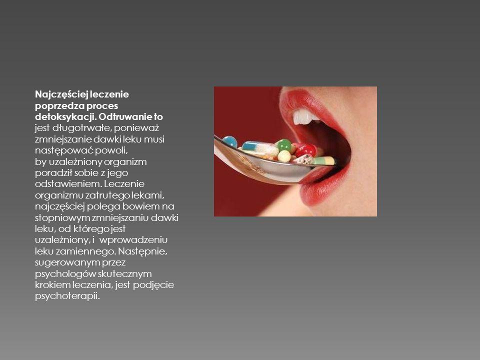 Najczęściej leczenie poprzedza proces detoksykacji. Odtruwanie to jest długotrwałe, ponieważ zmniejszanie dawki leku musi następować powoli, by uzależ