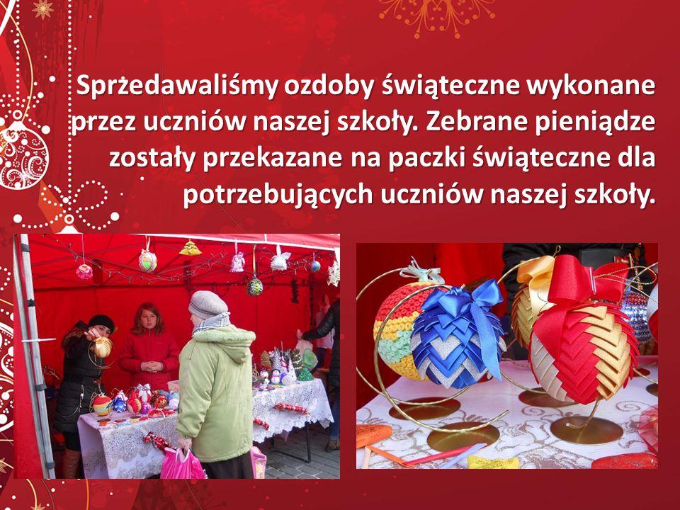 Sprzedawaliśmy ozdoby świąteczne wykonane przez uczniów naszej szkoły.