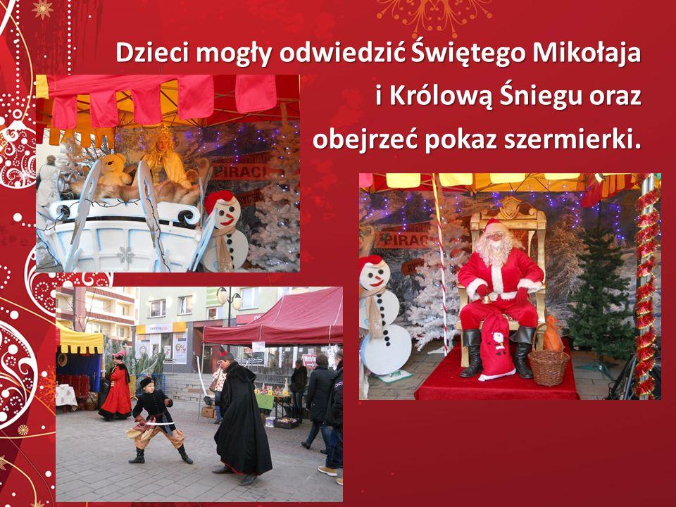 Dzieci mogły odwiedzić Świętego Mikołaja i Królową Śniegu oraz obejrzeć pokaz szermierki.