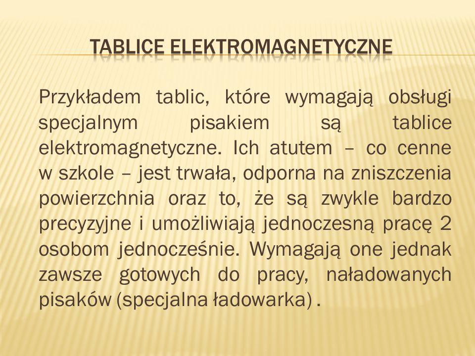 Przykładem tablic, które wymagają obsługi specjalnym pisakiem są tablice elektromagnetyczne. Ich atutem – co cenne w szkole – jest trwała, odporna na
