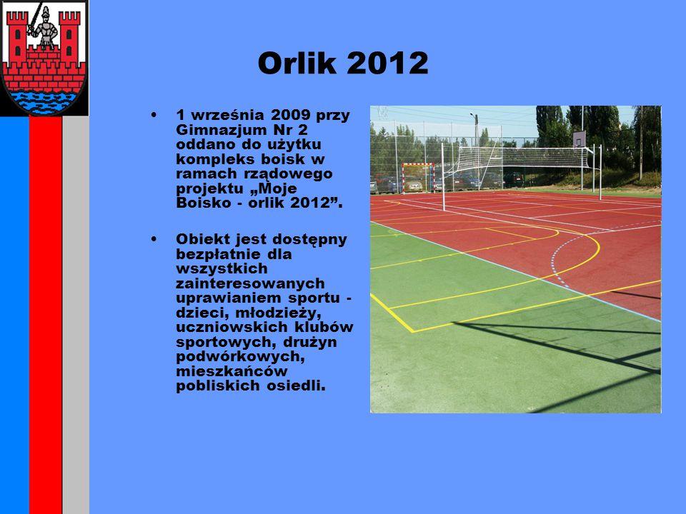"""Orlik 2012 1 września 2009 przy Gimnazjum Nr 2 oddano do użytku kompleks boisk w ramach rządowego projektu """"Moje Boisko - orlik 2012 ."""