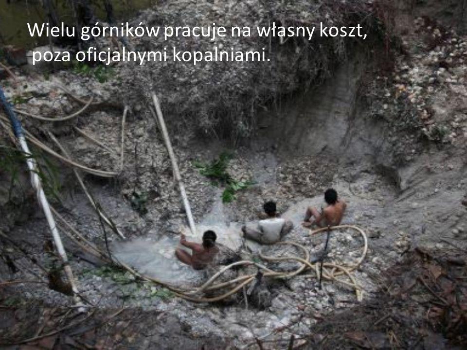 Wielu górników pracuje na własny koszt, poza oficjalnymi kopalniami.
