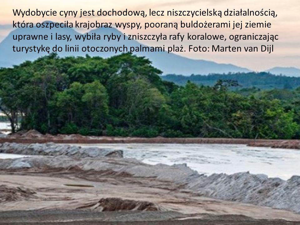 Wydobycie cyny jest dochodową, lecz niszczycielską działalnością, która oszpeciła krajobraz wyspy, pooraną buldożerami jej ziemie uprawne i lasy, wybi