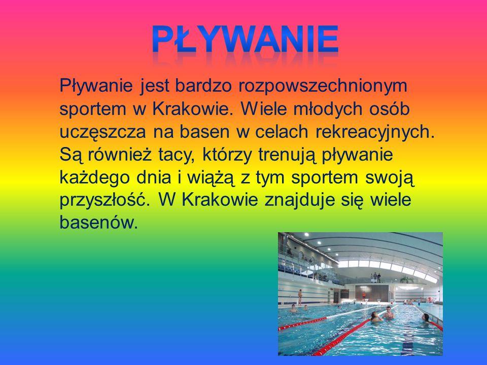 Pływanie jest bardzo rozpowszechnionym sportem w Krakowie. Wiele młodych osób uczęszcza na basen w celach rekreacyjnych. Są również tacy, którzy trenu