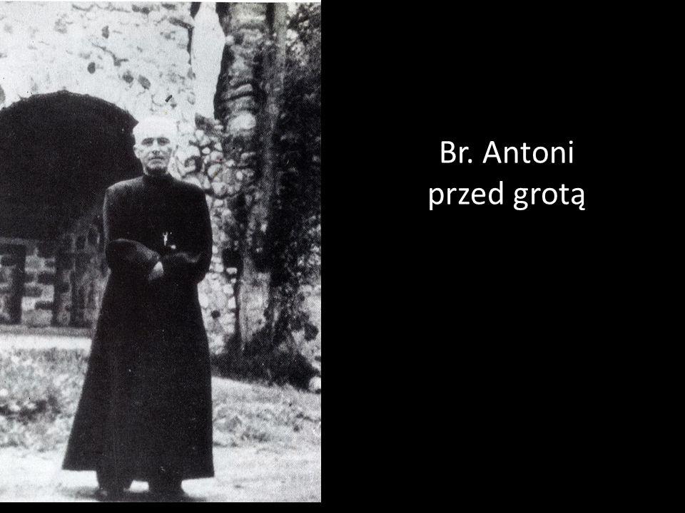 Br. Antoni przed grotą