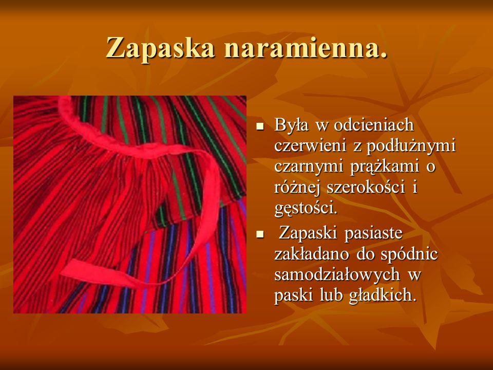 Zapaska naramienna. Była w odcieniach czerwieni z podłużnymi czarnymi prążkami o różnej szerokości i gęstości. Była w odcieniach czerwieni z podłużnym