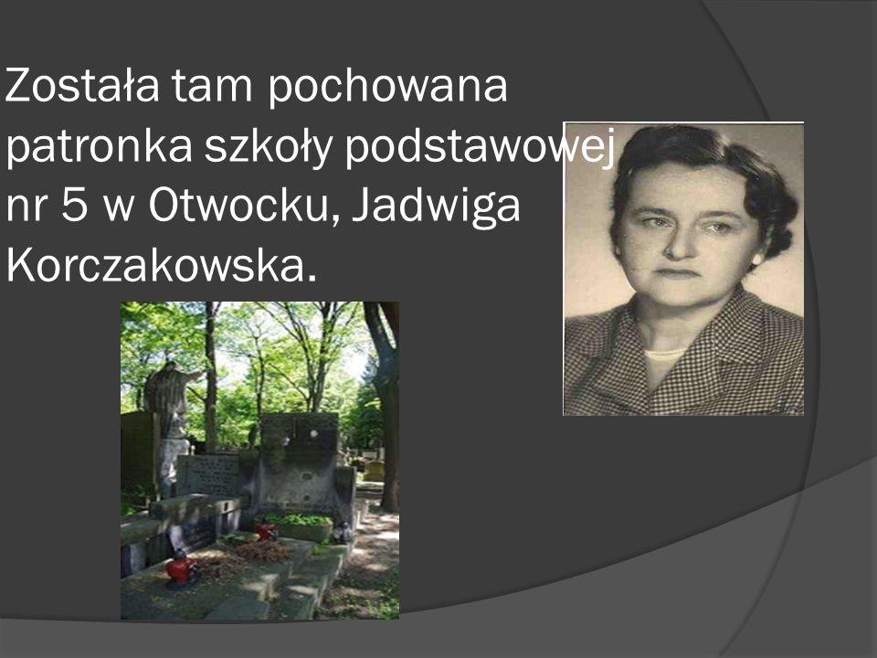Została tam pochowana patronka szkoły podstawowej nr 5 w Otwocku, Jadwiga Korczakowska.