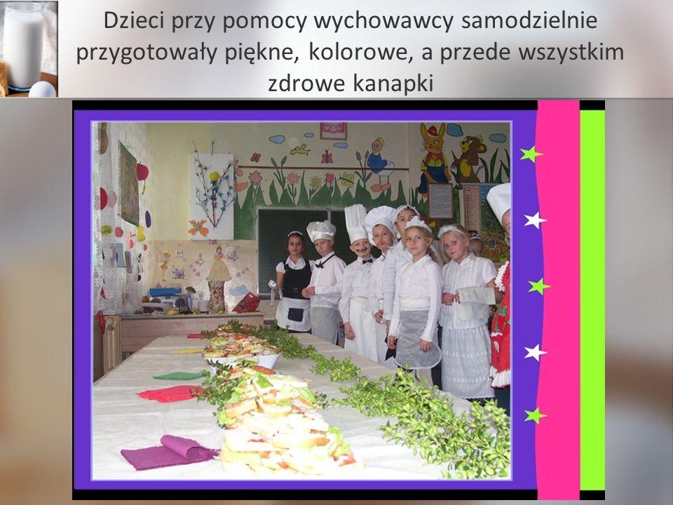 Dzieci przy pomocy wychowawcy samodzielnie przygotowały piękne, kolorowe, a przede wszystkim zdrowe kanapki