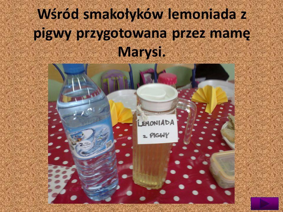 Wśród smakołyków lemoniada z pigwy przygotowana przez mamę Marysi.