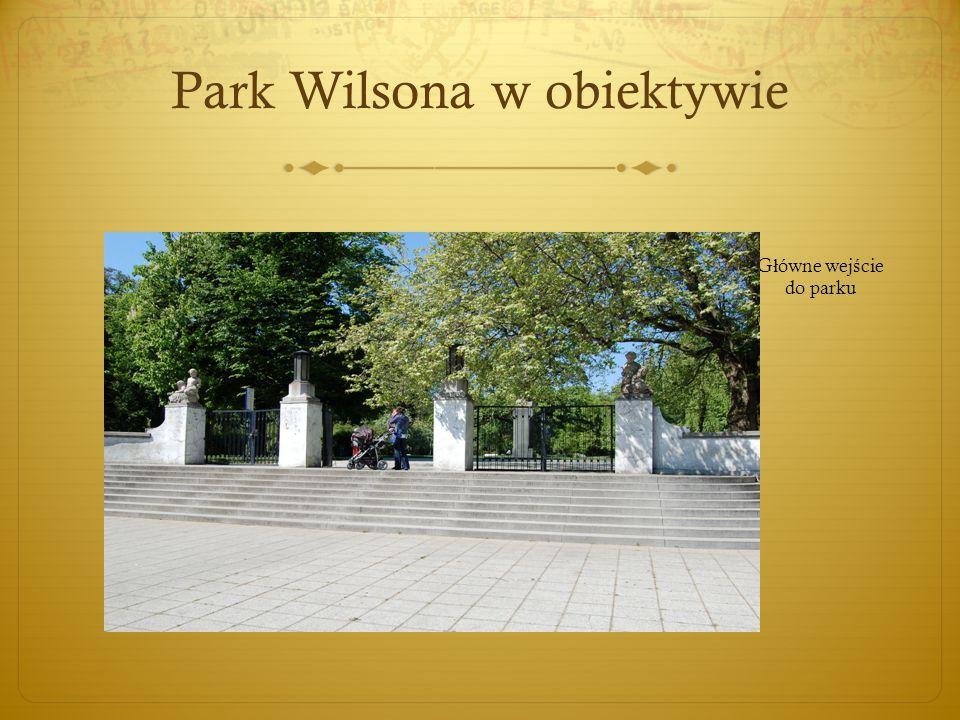 Park Wilsona w obiektywie G ł ówne wej ś cie do parku