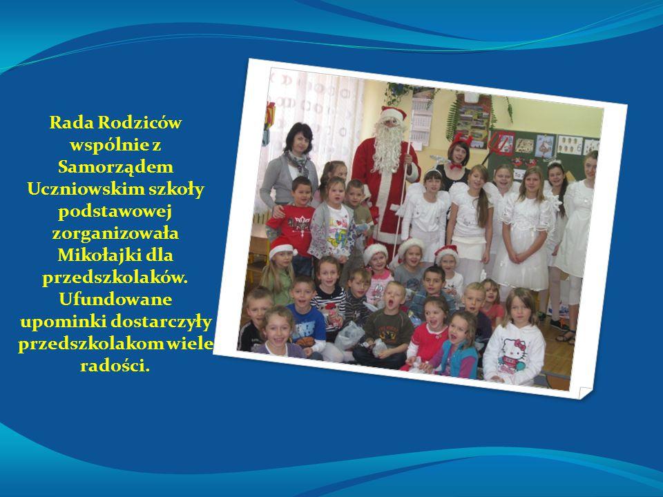 Rada Rodziców wspólnie z Samorządem Uczniowskim szkoły podstawowej zorganizowała Mikołajki dla przedszkolaków. Ufundowane upominki dostarczyły przedsz