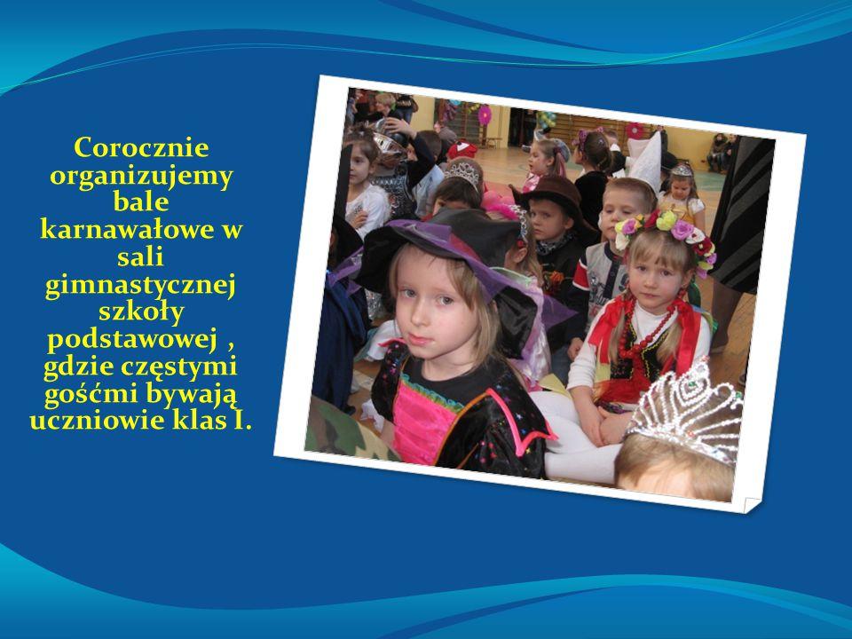 Corocznie organizujemy bale karnawałowe w sali gimnastycznej szkoły podstawowej, gdzie częstymi gośćmi bywają uczniowie klas I.