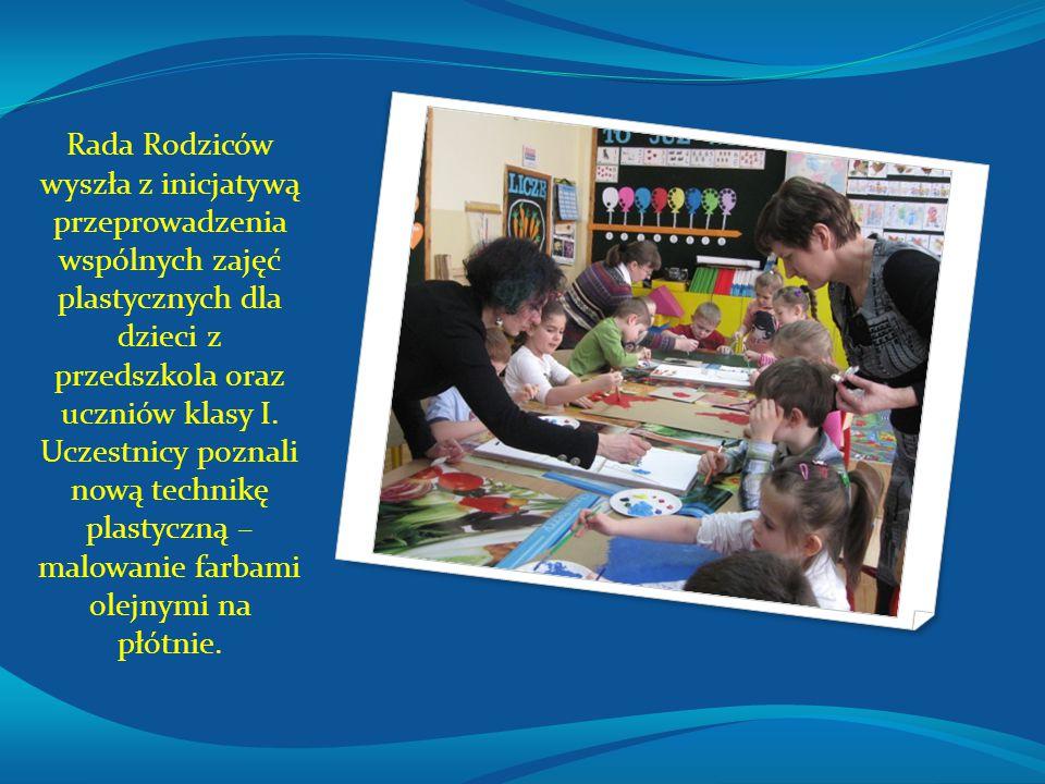 Rada Rodziców wyszła z inicjatywą przeprowadzenia wspólnych zajęć plastycznych dla dzieci z przedszkola oraz uczniów klasy I. Uczestnicy poznali nową