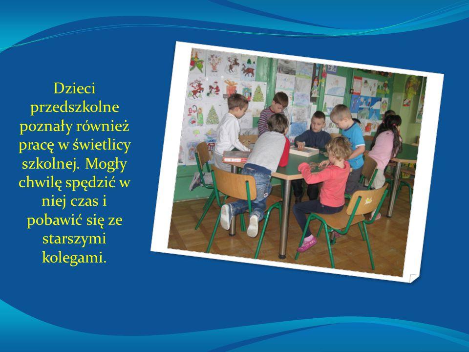 Dzieci przedszkolne poznały również pracę w świetlicy szkolnej. Mogły chwilę spędzić w niej czas i pobawić się ze starszymi kolegami.
