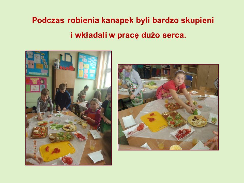 Podczas robienia kanapek byli bardzo skupieni i wkładali w pracę dużo serca.
