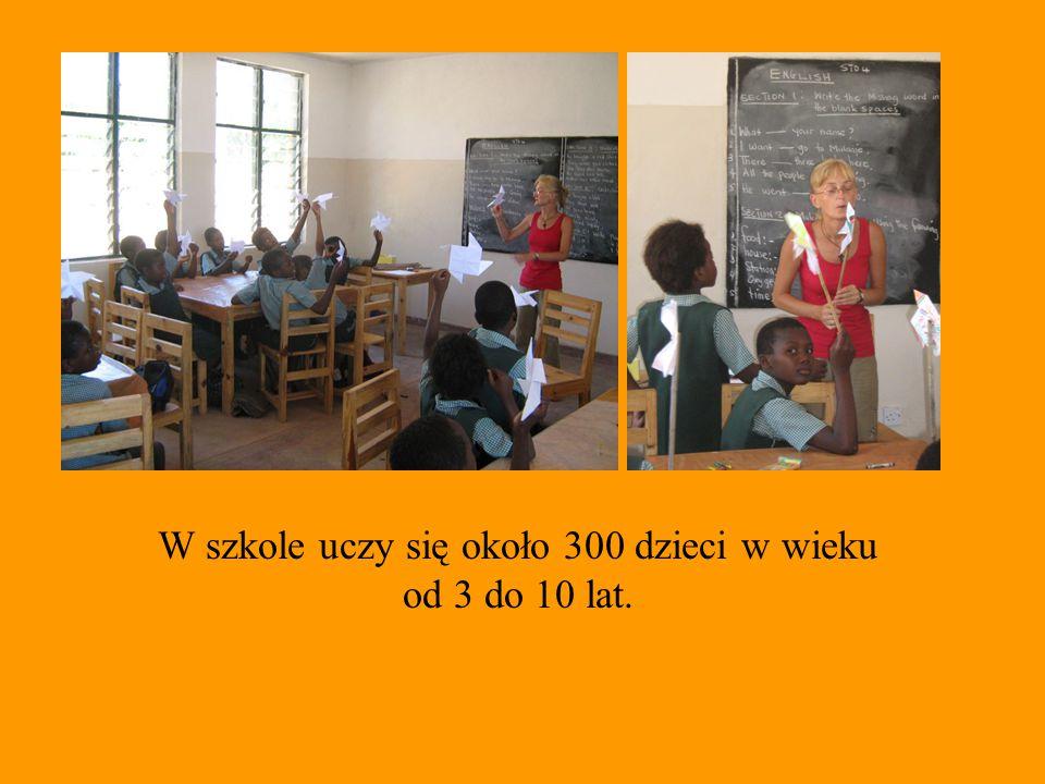Projekt zapewnia dzieciom dostęp do potrzebnych przyborów szkolnych.