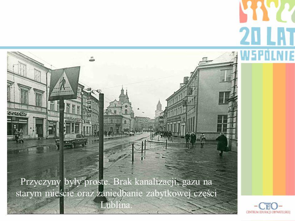 W roku 1996 Rada Miejska podjęła decyzją o zamianie tzw.